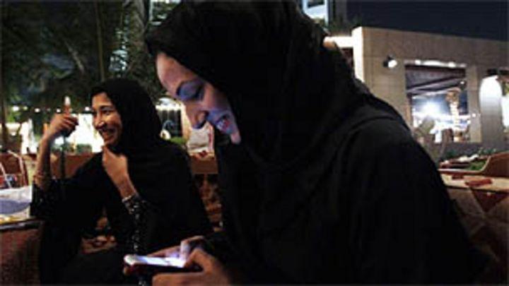 المرأة السعودية بين حق التصويت وقيادة السيارة Bbc News Arabic