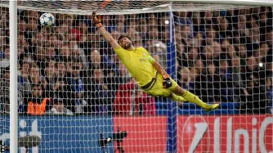 Image result for Chelsea vs Dynamo Kyiv 2-1 Willian