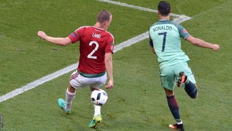 Cristiano Ronaldo marca contra Hungría