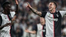 Federico Bernardeschi celebrates