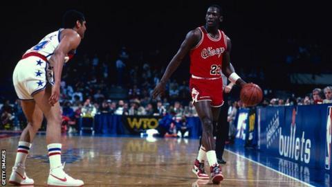 Michael Jordan (right)