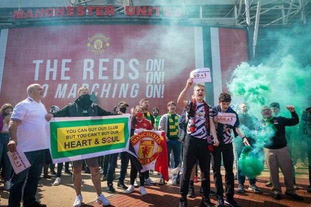 Football fans protest outside Old Trafford