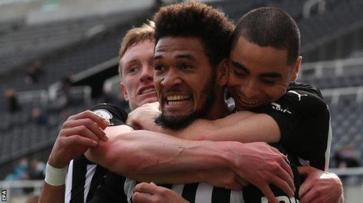 Joelinton celebrates after his goal for Newcastle against Tottenham