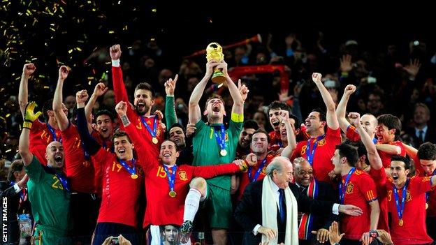Casillas and Spain lift the World Cup trophy