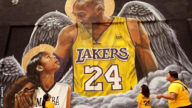 A mural of Bryant and his daughter Gianna