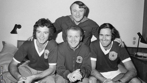 Tommy Docherty with Scotland players Wiilie Morgan, Billy Bremner and George Graham