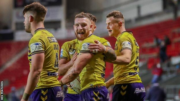 Wigan Warriors could win a fifth League Leaders' Shield if they beat Huddersfield Giants at the end of a curtailed Super League season on Friday