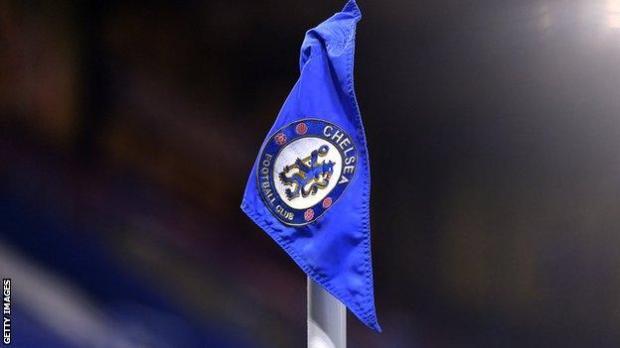 Chelsea log on a corner flag