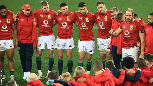 Alun Wyn Jones addresses his Lions team-mates