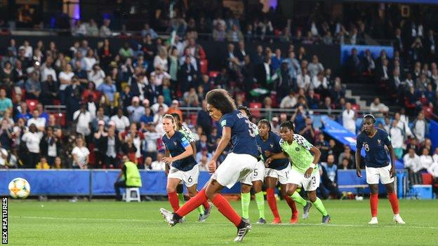 Wendie Renard scores at the second attempt