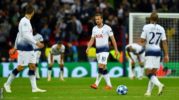 Tottenham's players look despondent