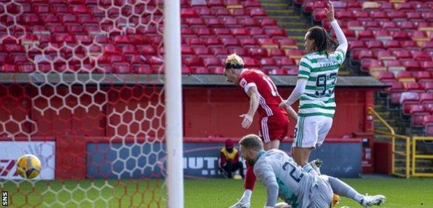 Ryan Hedges scores for Aberdeen against Celtic