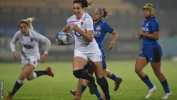 Emily Scarratt runs with the ball