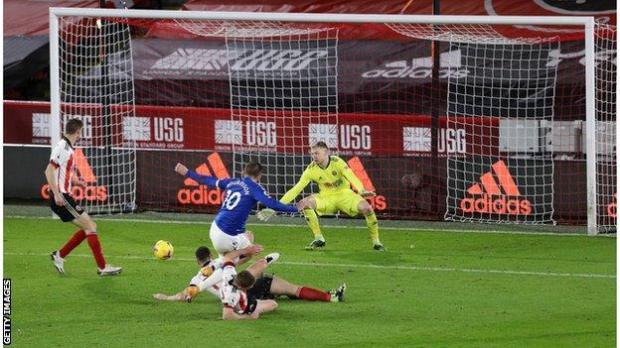 Gylfi Sigurdsson scores