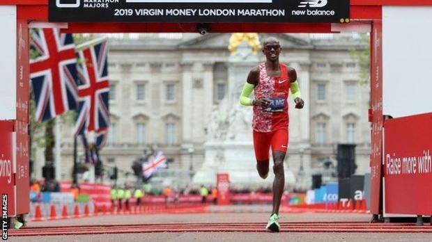 Mo Farah finishing the 2019 London Marathon