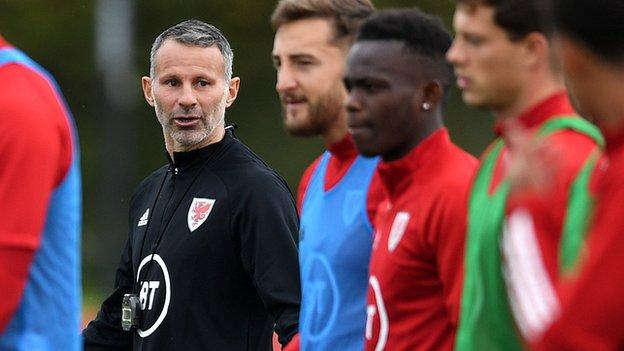 Ryan Giggs with Wales players