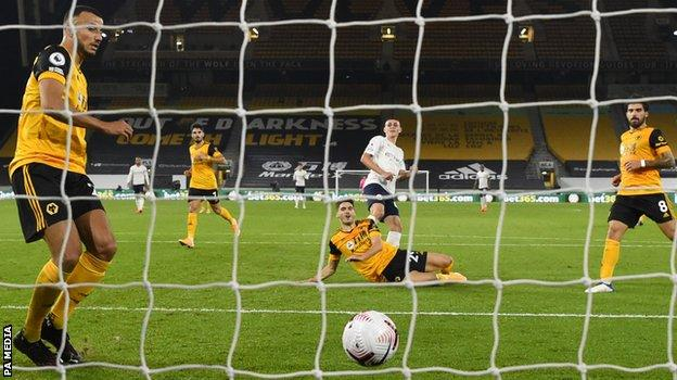 Phil Foden scores for Manchester City against Wolves