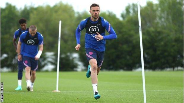 Jordan Henderson in training with England before the international friendly with Romania