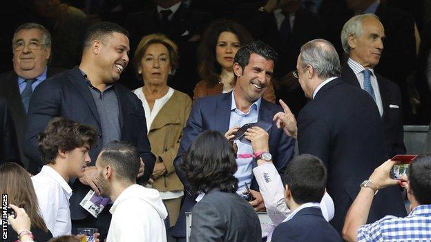 Luis Figo and Florentino Perez embrace