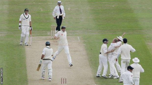 Flintoff celebrates wicket of Ponting