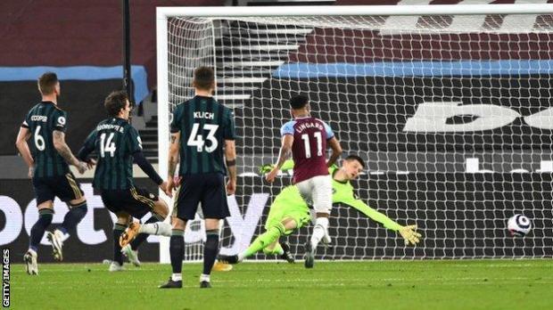 Jesse Lingard scores for West Ham