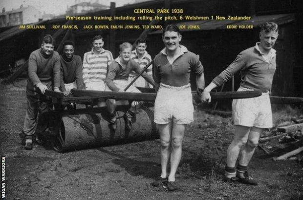 Roy Francis and his Wigan team-mates, pictured in 1938. He would move on the next year