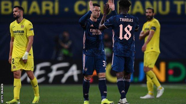 Gabriel Martinelli interacts with team-mate Thomas Partey