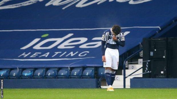 Matheus Pereira walks after receiving a red card