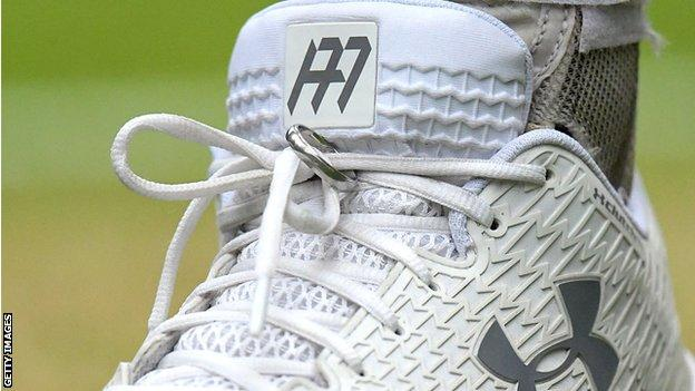 Andy Murray's shoe with wedding ring