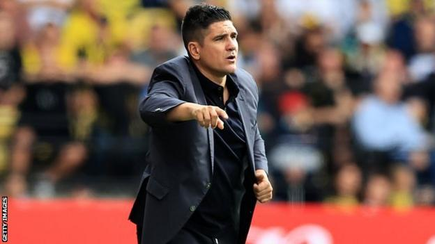 Xisco Munoz sends messages on pitch to his Watford players