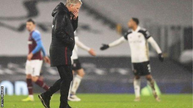 David Moyes walks off the pitch after West Ham's draw with Fulham
