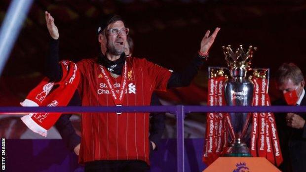 Jurgen Klopp next to the Premier League trophy