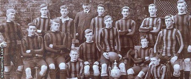 Northampton Saints 1903 team photo (Frank Anderson back row, third from right)