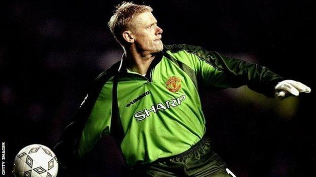 Peter Schmeichel throws the ball while playing for Manchester United