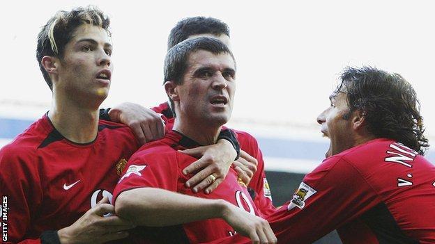 Roy Keane celebrates scoring winner for Manchester United against Leeds United in 2003