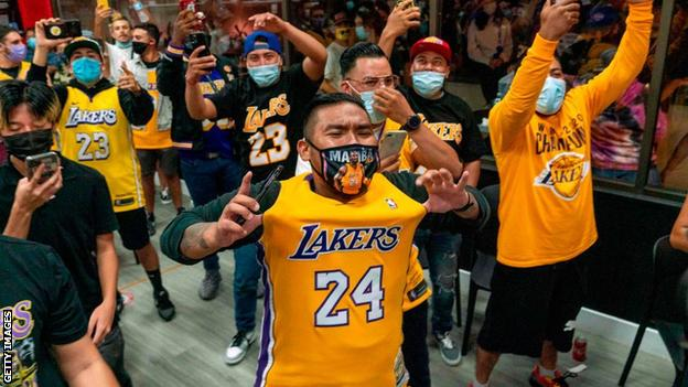 Lakers fan celebrate on the streets of LA
