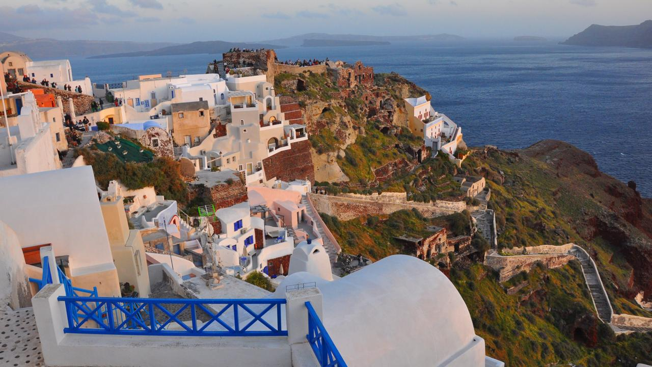 Oia, Santorini, sunset, Greek islands (Credit: Amanda Ruggeri)