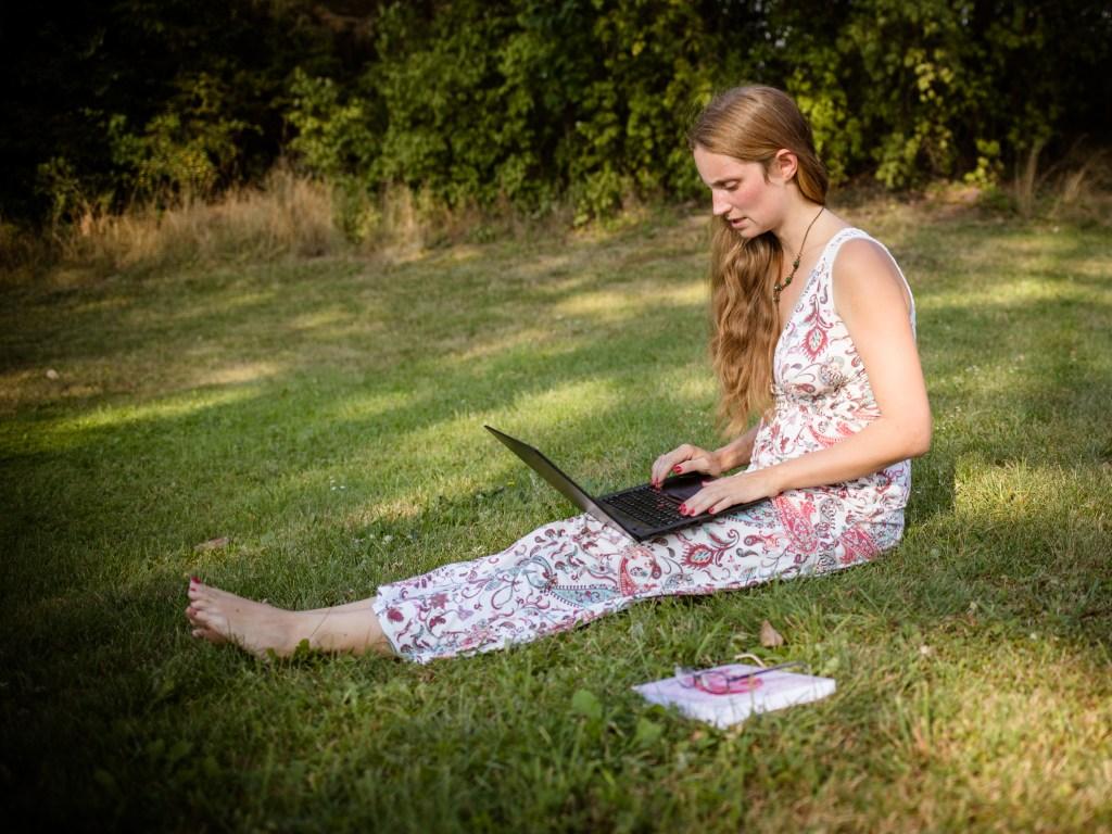 Katharina mit Laptop