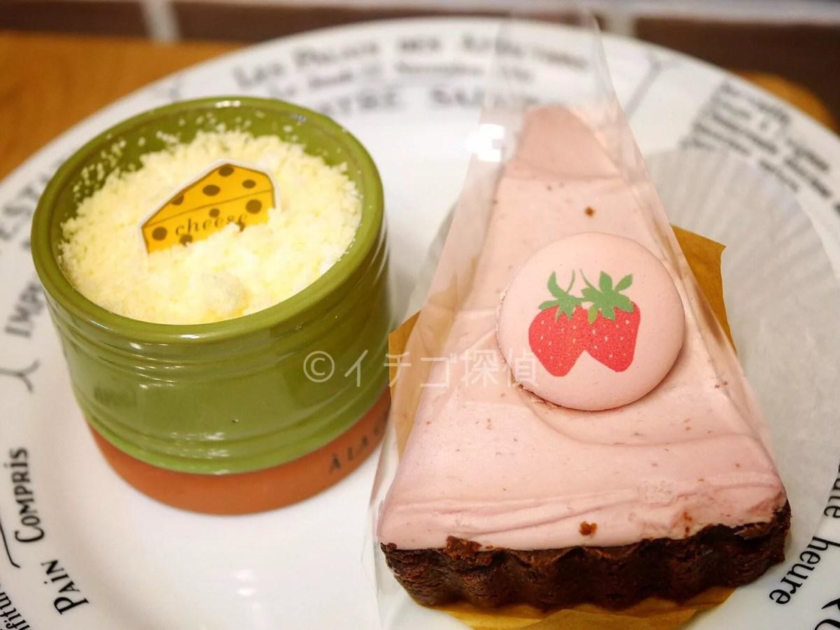 イチゴ探偵|ア・ラ・カンパーニュ「タルト・オ・フレーズ・オーレ」の苺が描かれたマカロンにキュン!いちごミルク風の甘酸っぱいタルト
