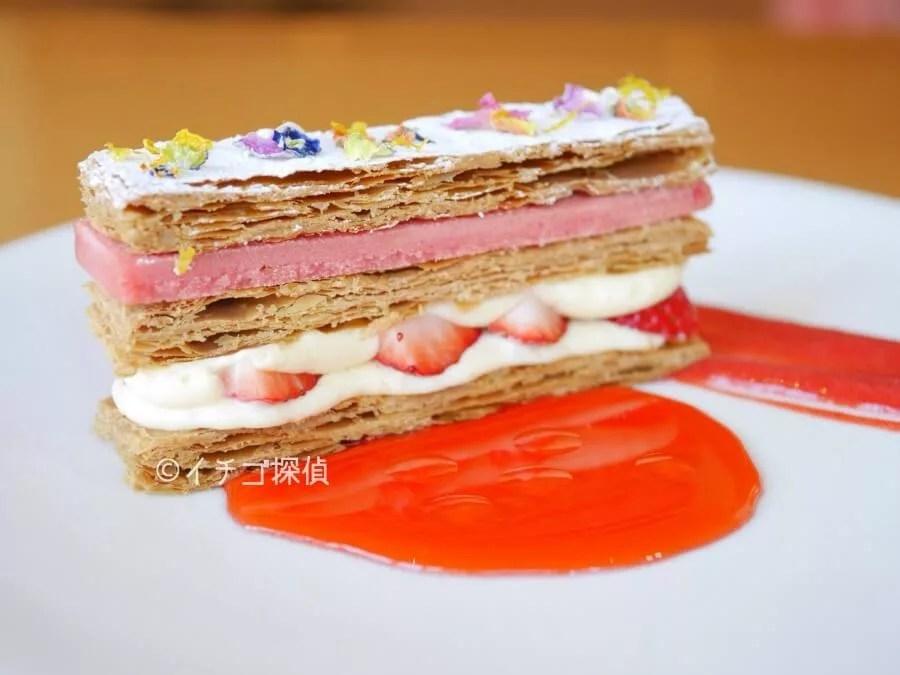イチゴ探偵 軽井沢ホテルブレストンコートで「苺のミルフイユ」を堪能!甘酸っぱい苺&レモンクリームにサクサクパイ!