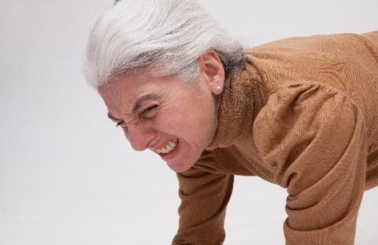 強いストレスは白髪の原因になります
