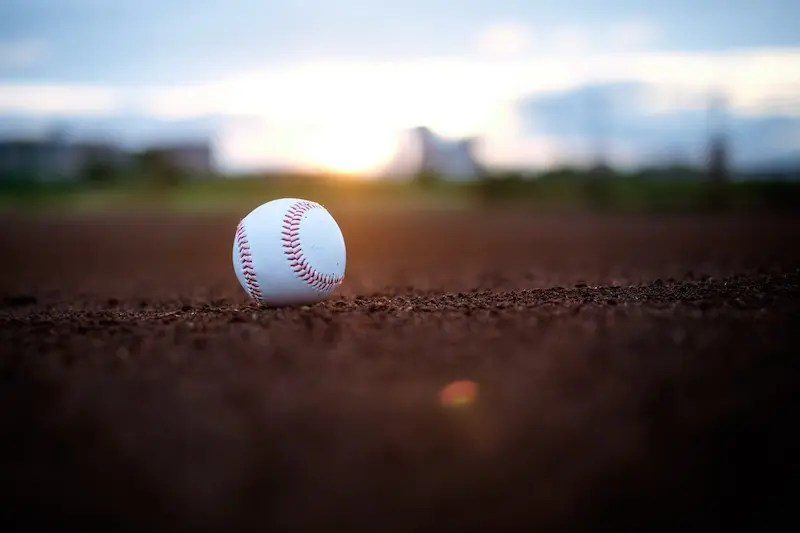 野球場に置かれた野球ボール