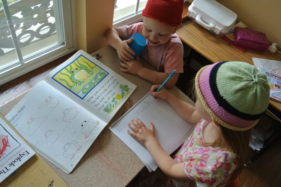 Draw Write Now is a great set for younger kids to learn to draw and practice handwriting. #drawwritenow #drawing #handwriting