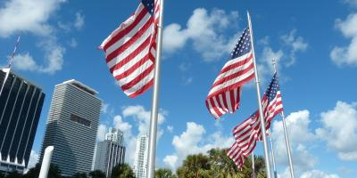 USA Florida Miami Downtown Bayfront Park amerikanische Flagge