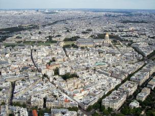 Hoch oben über Paris