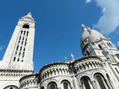 Seitenansicht von Sacré Coeur