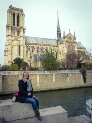 Frankreich Paris Notre Dame de Paris Kathedrale Kirche Gotik Île-de-la-Cité Glockenturm Kirchenschiff Seite Seitenblick Seineufer Seine