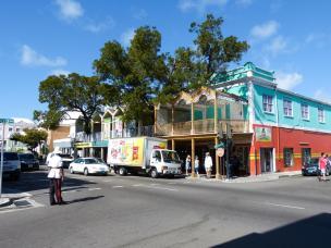 Auf der Bay Street in Nassau-1200x900