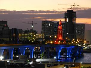 Bunte Lichter in Miami-1200x900
