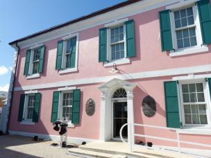 Rosa ist die Farbe in Nassau-1200x900